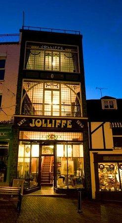 Jolliffes Coffee Shop: An evening view