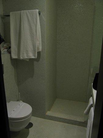 Moov Hotel Porto Centro:                   Banheiro