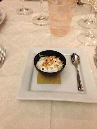 Locanda San Giorgio:                   mousse di gorgonzola con granella di nocciole