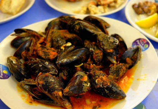 La Paradeta Sitges: Fresh Mussels Cooked to Order