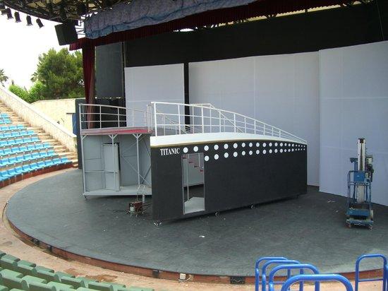 Titanic Beach Lara Hotel:                   Stage