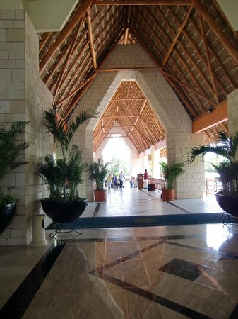 Grand Bahia Principe Tulum:                                     entrance of the tulum resort