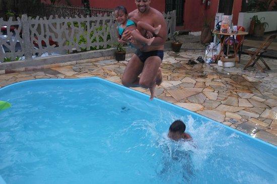 Pousada Astro Rei:                   Quando estamos felizes até uma pequena piscina se torna grande!