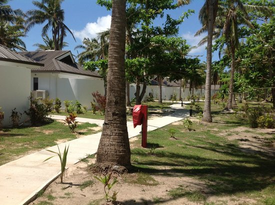 Lomani Island Resort:                   The path to the restaurant from our buree