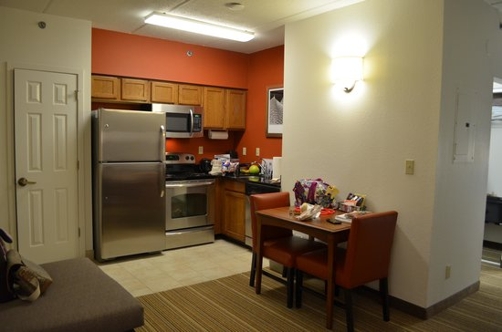 Residence Inn Asheville Biltmore: The kitchen