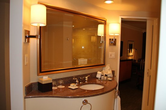 Fairmont Vancouver Airport:                   Bathroom