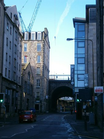 Holiday Inn Express Edinburgh - Royal Mile: A look down the street