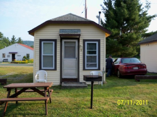 Twin Mountain Motor Court & RV Park:                   cozy cottages