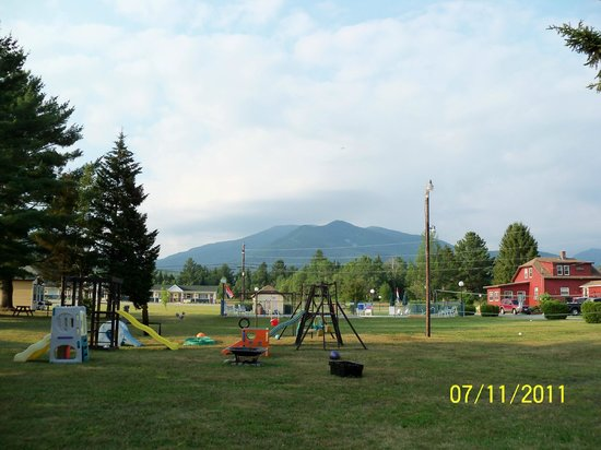 Twin Mountain Motor Court & RV Park:                   the view from Cottage #9