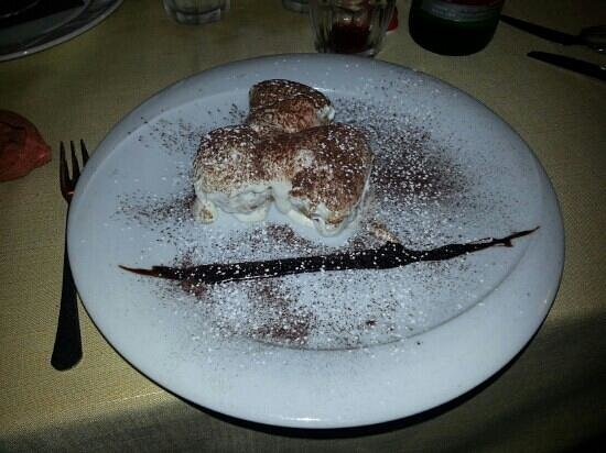 Via Veneto :                                                                         l'unica cosa mangiabile.
