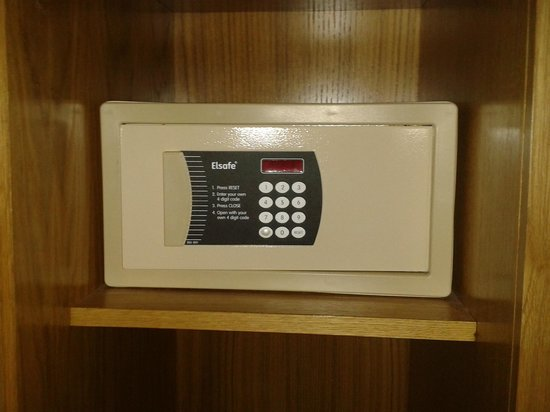 Crowne Plaza London - The City:                   The room safe