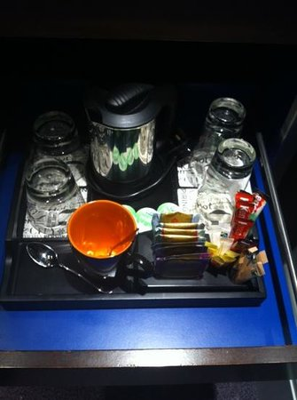 Andaz London Liverpool Street: Tea/coffee facilities with kettle!
