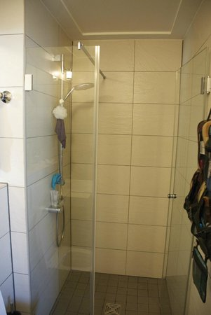 The Circus Hotel:                                     Modern shower