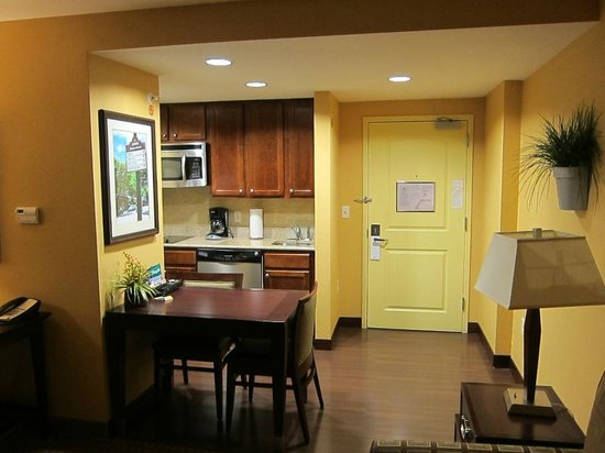 Homewood Suites Dover-Rockaway : Kitchen