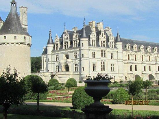 Château de Chenonceau :                   front of chateau
