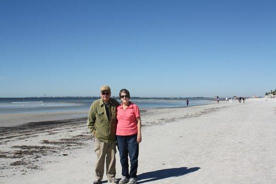 Dog Beach :                                     Great beach!
