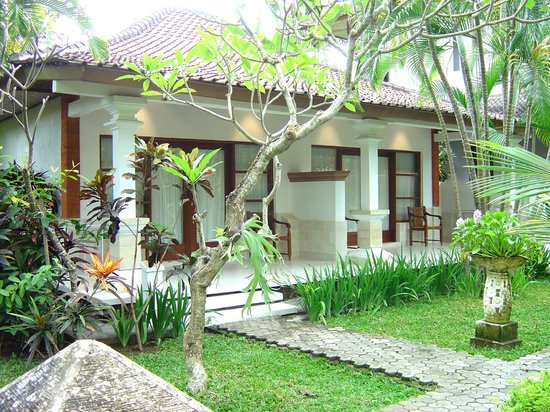 Bumi Ayu Bungalows: Deluxe and Super deluxe Bungalows
