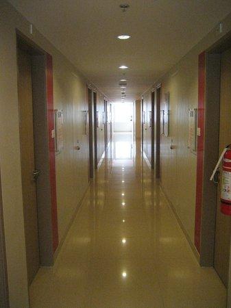 Red Planet Makati, Manila: the corridor, 6th floor