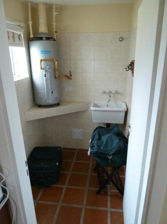 Complejo Turistico Lo de Tomy:                   Pequeño lavadero y espacio de guardado