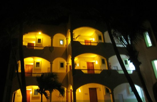 Hotel Akumal Caribe:                                     Hotel at Night