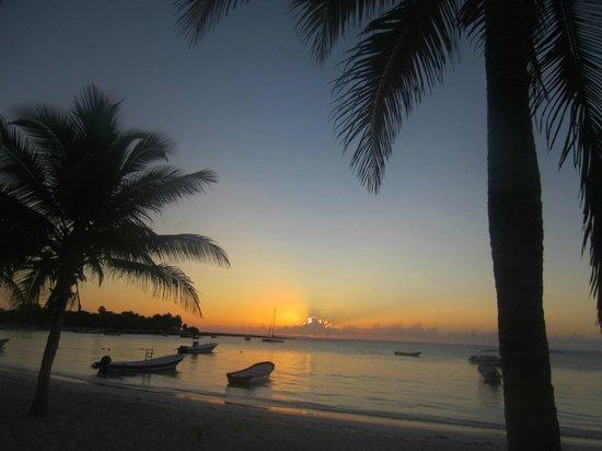 Hotel Akumal Caribe:                                     Akumal Sunrise