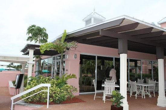 Comfort Suites Paradise Island:                   breakfast building by the pool