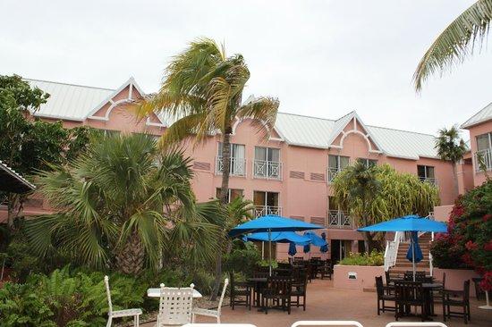 Comfort Suites Paradise Island:                   pool area