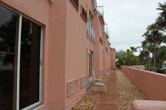 Comfort Suites Paradise Island:                   first floor have little patio