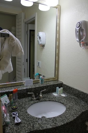 Comfort Suites Paradise Island:                   first what you see, when you entering the room