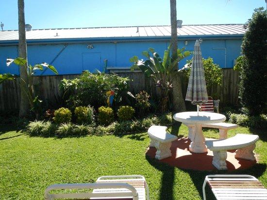 Carousel Motel:                   gardens
