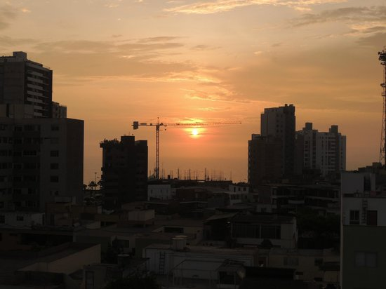 Hotel Monte Real:                   Pôr-do-sol visto da janela do quarto