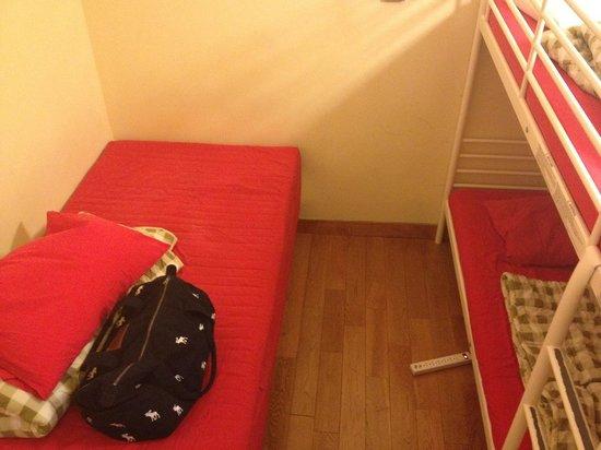 Design Dream:                   バッグは私物ですが、とても綺麗なお部屋です。家具もIKEAで買い揃えている物のようでオシャレです。