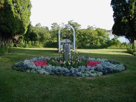 Asticou Inn:                   Garden
