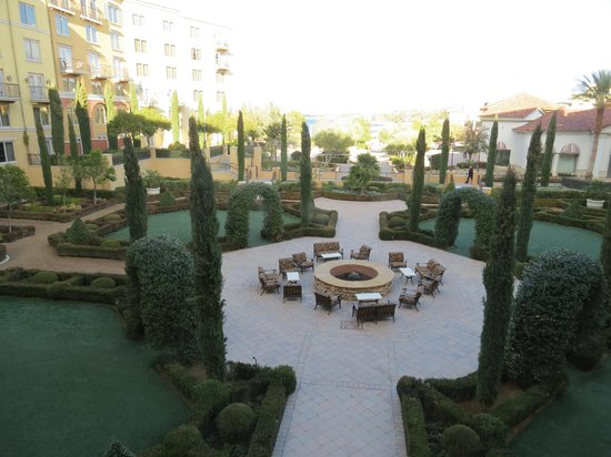 Hilton Lake Las Vegas Resort & Spa :                   garden