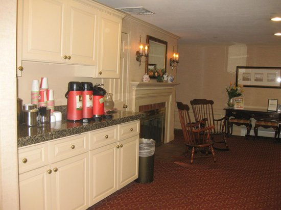 Port Inn, an Ascend Hotel Collection Member: Continental breakfast and coffee in the Lobby, The Port Inn, Portsmouth, NH