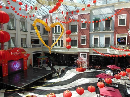 Newport mall atrium picture of resorts world manila pasay resorts world manila newport mall atrium gumiabroncs Gallery