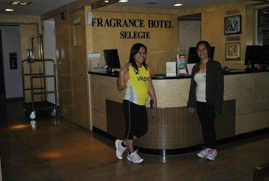 Fragrance Hotel - Selegie: @Fragrance Hotel-Selegie front desk