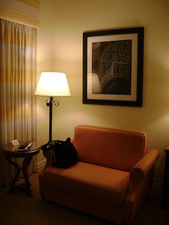 Marriott San Juan Resort & Stellaris Casino: pull-out bed / comfy sitting chair