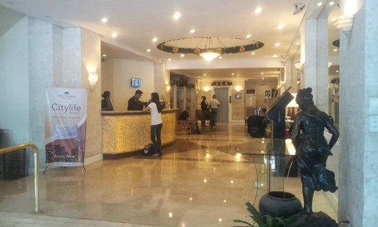 Lotus Garden Hotel: Reception area