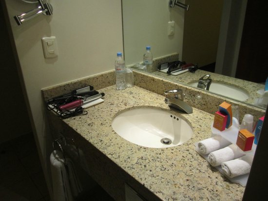 Holiday Inn Express Puebla:                   lavabo