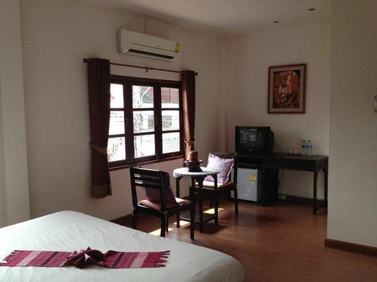 Baan Klang Vieng Hostel:                                     Room 8