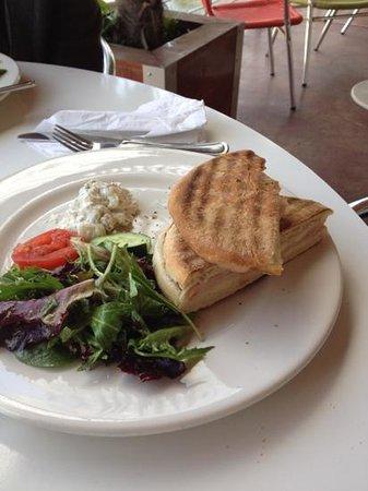 Cafe des Artistes: turkey panini