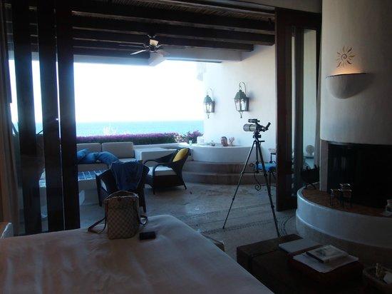 Las Ventanas al Paraiso, A Rosewood Resort: Amazing room - floor to ceiling door walls to patio