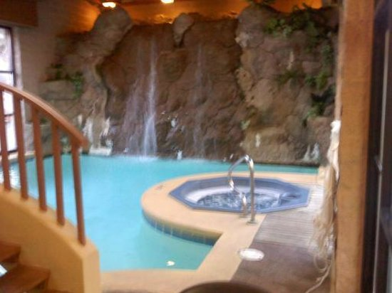 Zoders Inn & Suites:                   The pool goes under the bridge to the shallow end and is 6 ft next to the fall