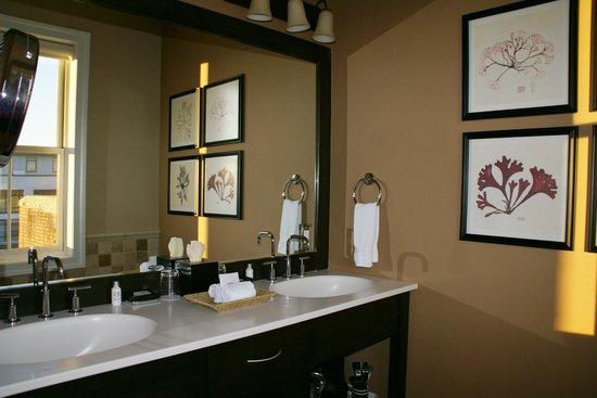 Suites at 249: Bathroom vanity