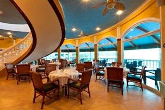 Monaco Suites de Boracay: Indoor restaurant