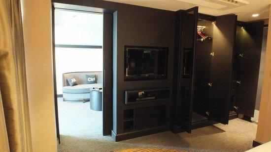 Golden Tulip Mandison Suites:                   TVも2台