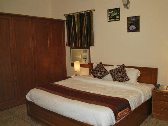 Adarsh Residency Bed & Breakfast: Deluxe Double room