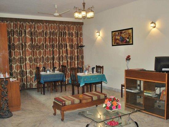 Adarsh Residency Bed & Breakfast: Dining area
