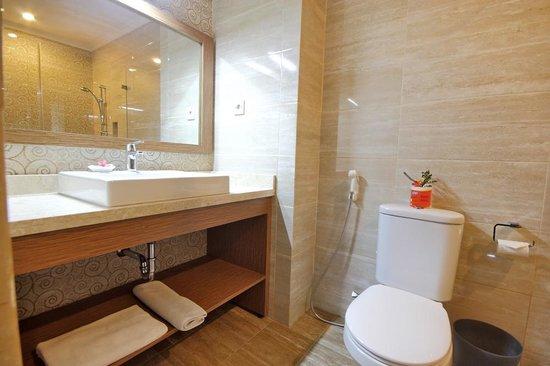 Taman Rosani Hotel & Villa:                   Nice bathrooms
